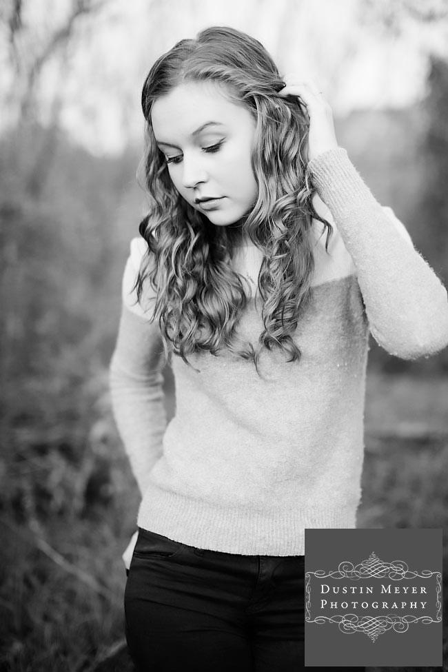 blonde curly hair blue eyes female senior portraits photo photography ideas outdoors fashion